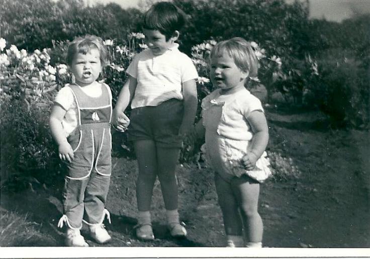 Fot met Jolanda, Karien en Marja, 1963