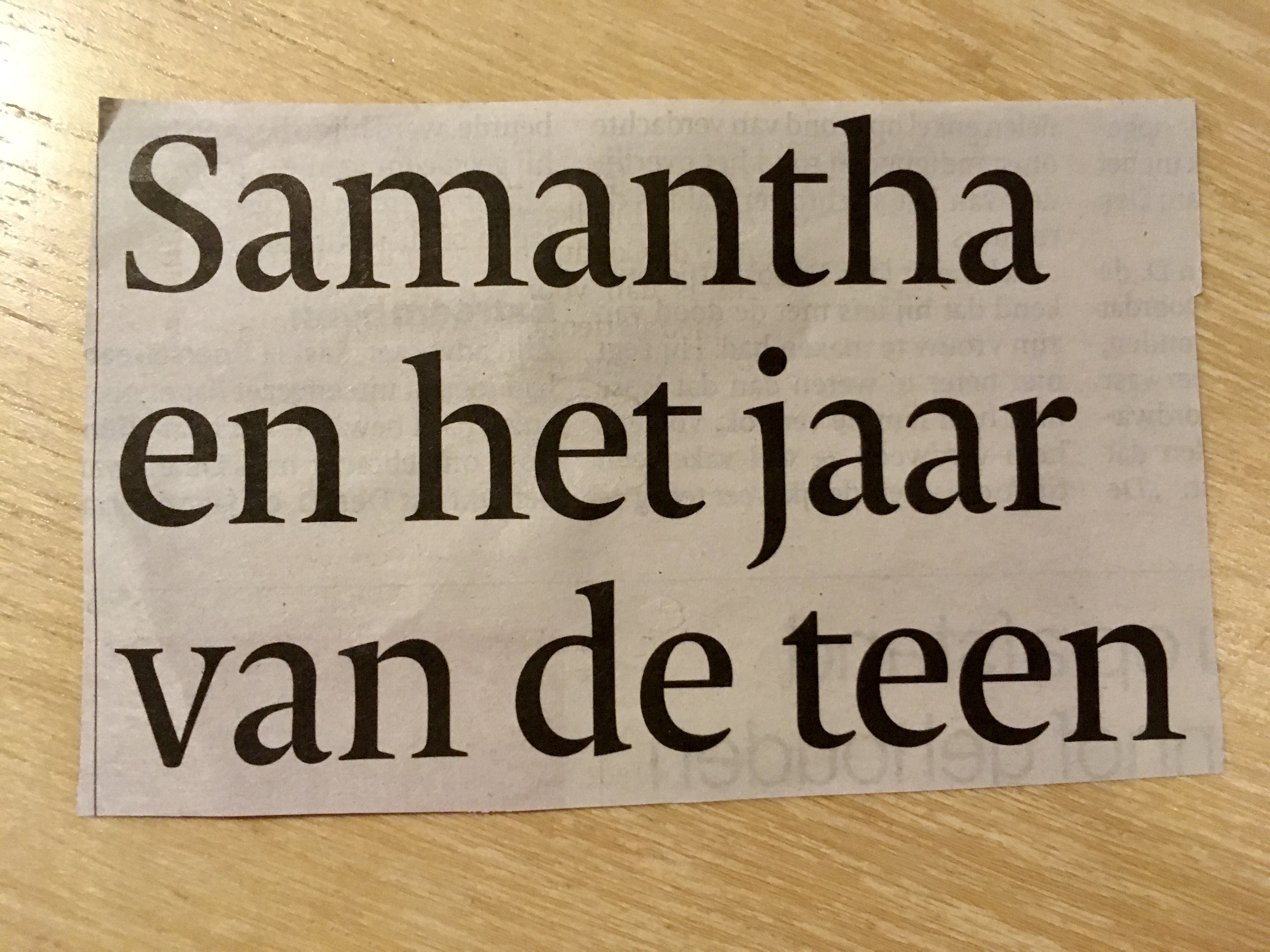 Kop uit de krant met de tekst Samantha en het jaar van de teen